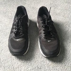 Nike Men's black/white running shoes. Size 9.5